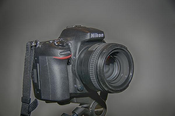 Nikon Spiegelreflexkamera bestückt mit einem 50mm Brennweite Objektiv